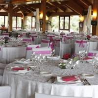 W jaki sposób należy dekorować stoły bankietowe?