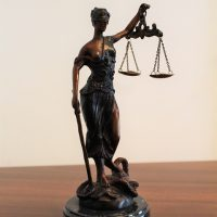 Kiedy warto skorzystać z pomocy kancelarii prawnej?